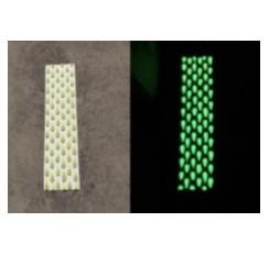Banda podotáctil con formas de lágrimas fotoluminiscentes
